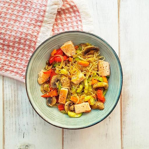 receta de Noodles con Verduras y Salmón