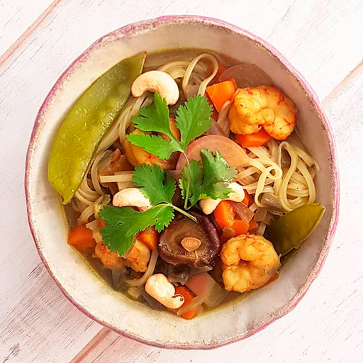 Sopa Asiática con Tirabeques y Gambones